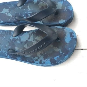 Old Navy Flip Flops boy's 12-13